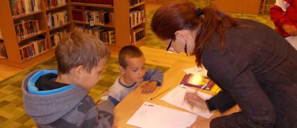 Madárcsicsergés és gyermekzsivaj a városi könyvtárban
