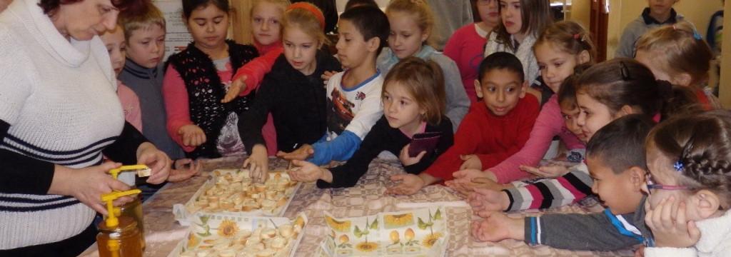 Európai mézes reggeli az általános iskolában